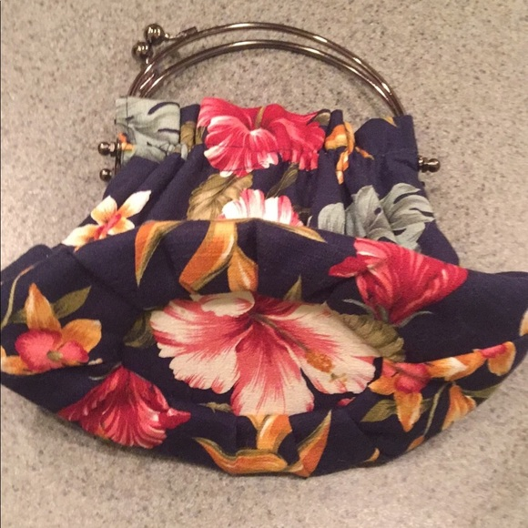 abba Handbags - Abs floral clutch purse. Super fun bag 💼